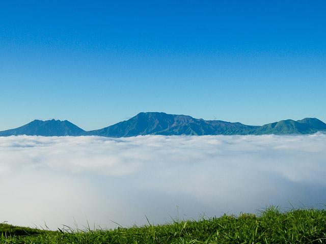 雲海に浮かぶ涅槃像